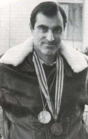 Luis Gregorio Ramos Misioné, con sus dos medallas olímpicas, Montreal 1976 y Moscú 1980. - 300px-502386db62676-0887076001245414767-ramos-misione-con-algunha-das-suas-medallas
